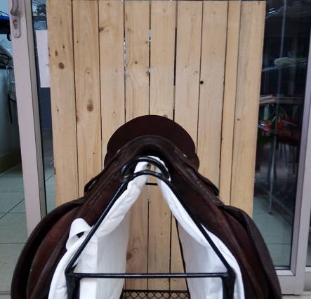 Brown Saddle  Traditional  gp/jumping style, simple design.  16' Flocked panels ,