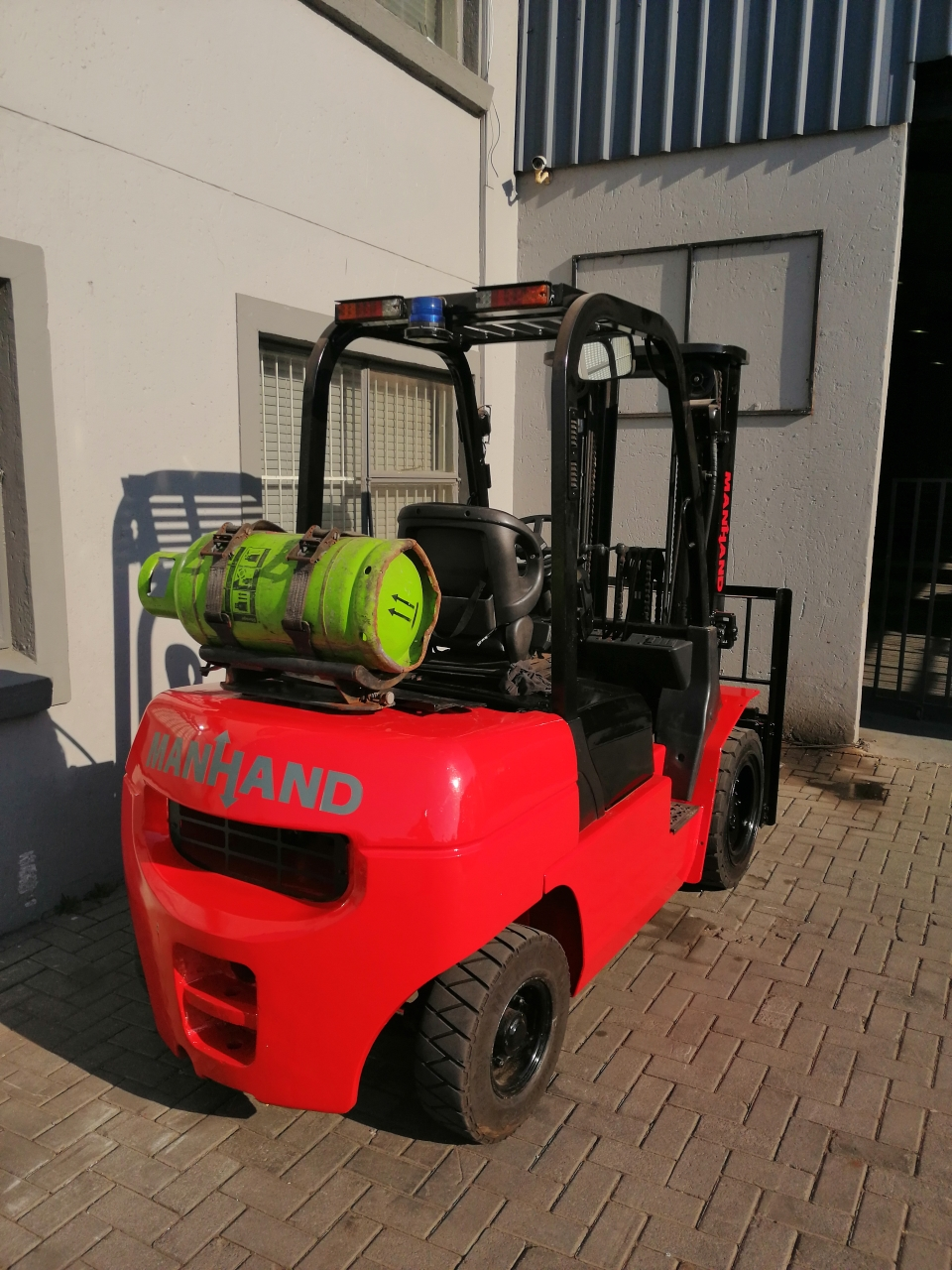 MANHAND 3 TON DUAL FUEL FORKLIFT FOR SALE!