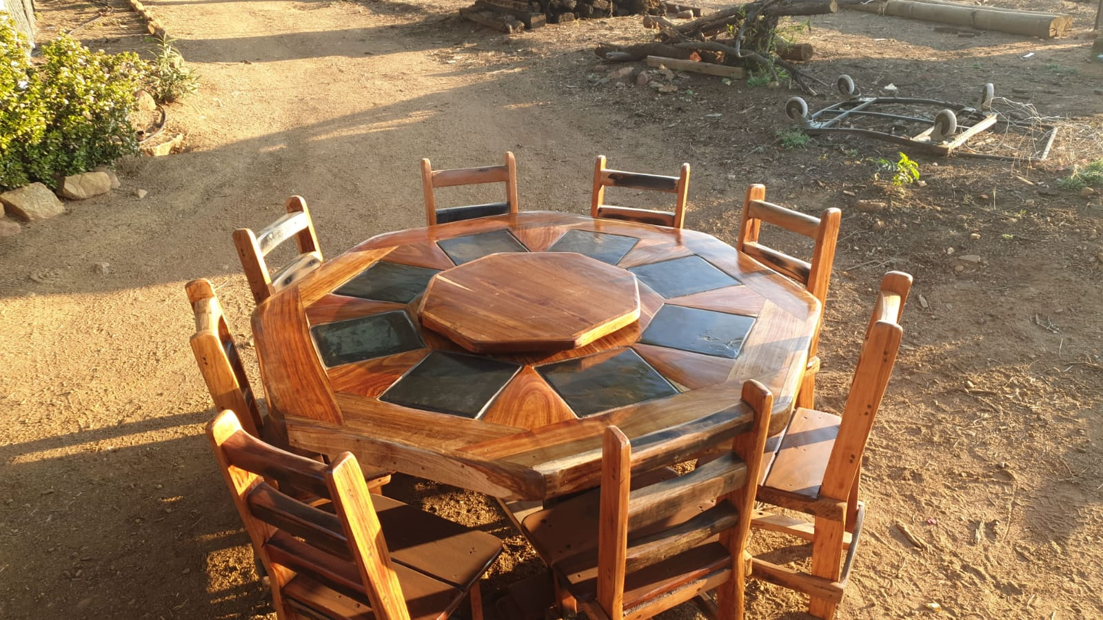 8seater diningroom furniture (2 different shapes)