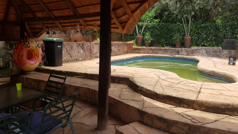 Insolvent 4 Bedroom house for sale in SAFARITUINE EXT 2, Rustenburg, North West.