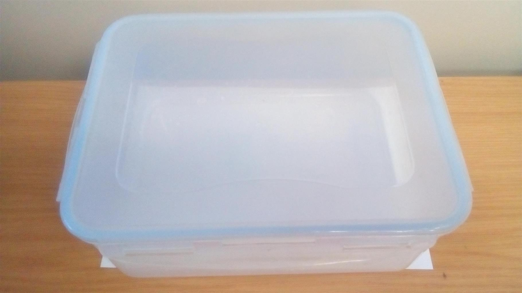 Air tight plastic container x 5