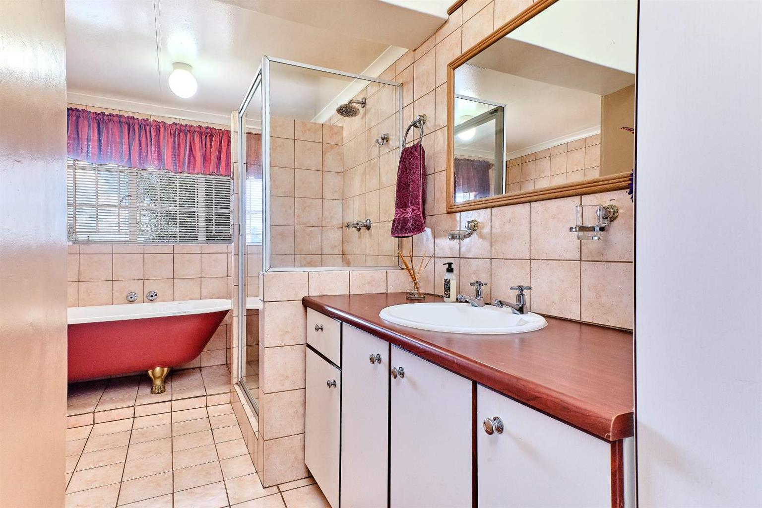 House For Sale in Cyrildene