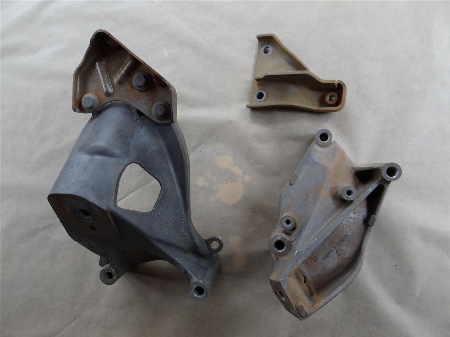 Engine  support brackets - VW Amarok / Transporter / Audi / VW 2.0 TDI