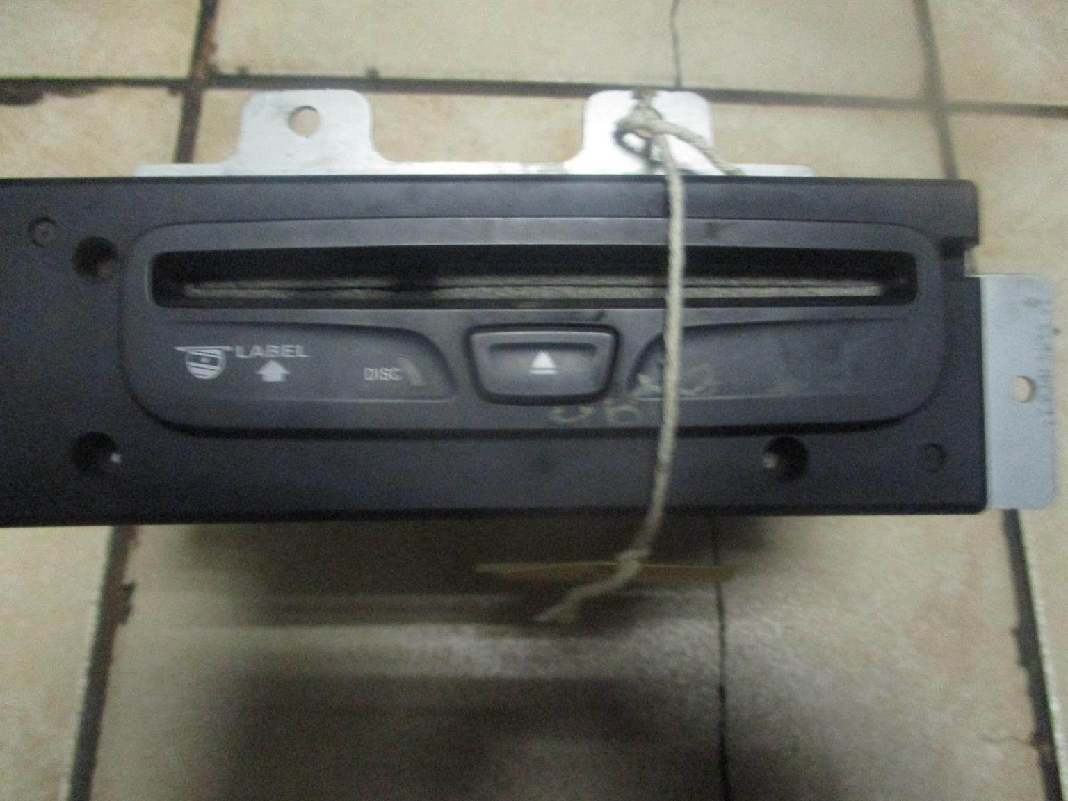 CHRYSLER VOYAGER 2.4 SE RADIO & ENTERTAINMENT SYSTEM FOR SALE