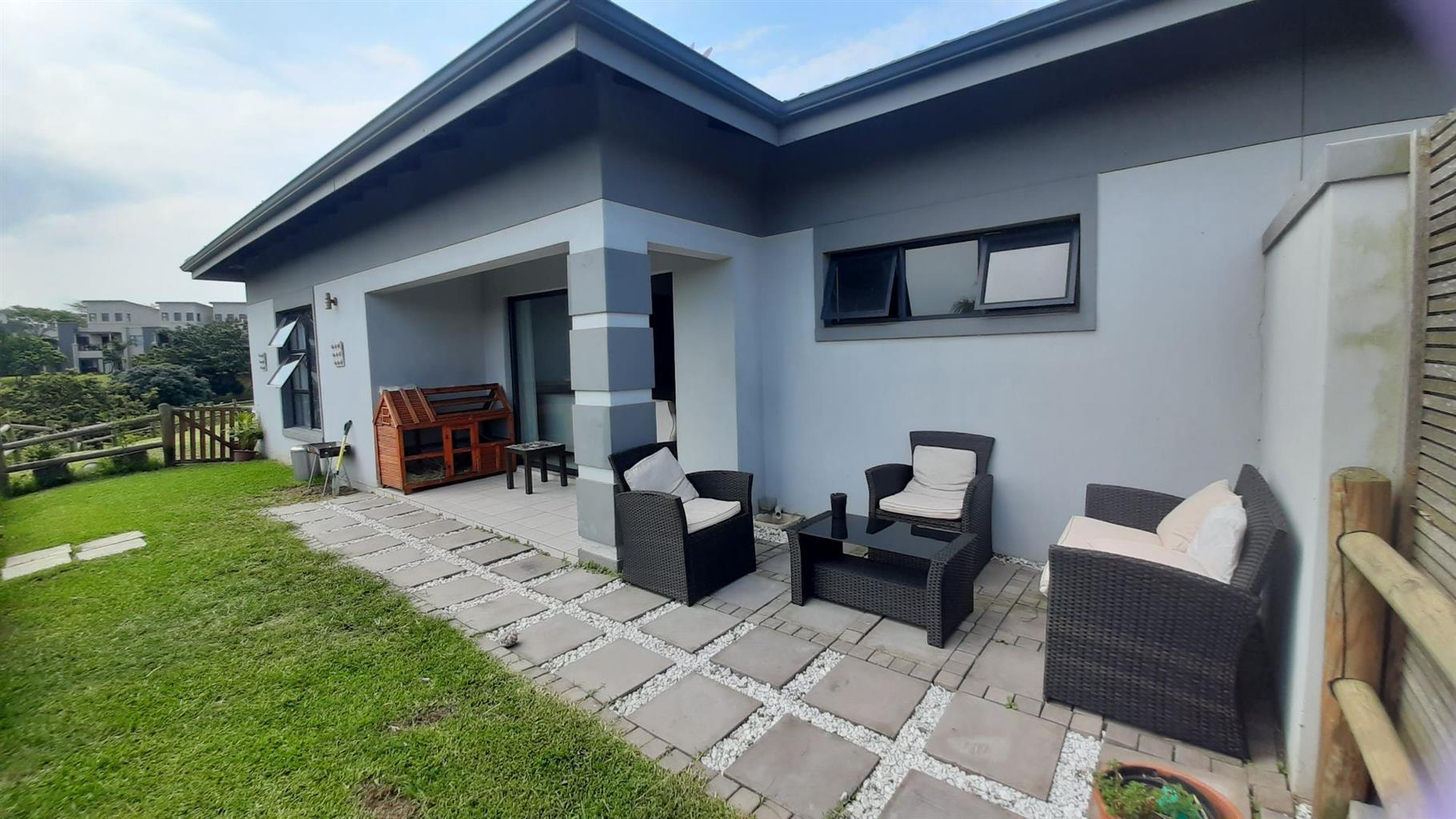Townhouse For Sale in Palm Lakes Estate