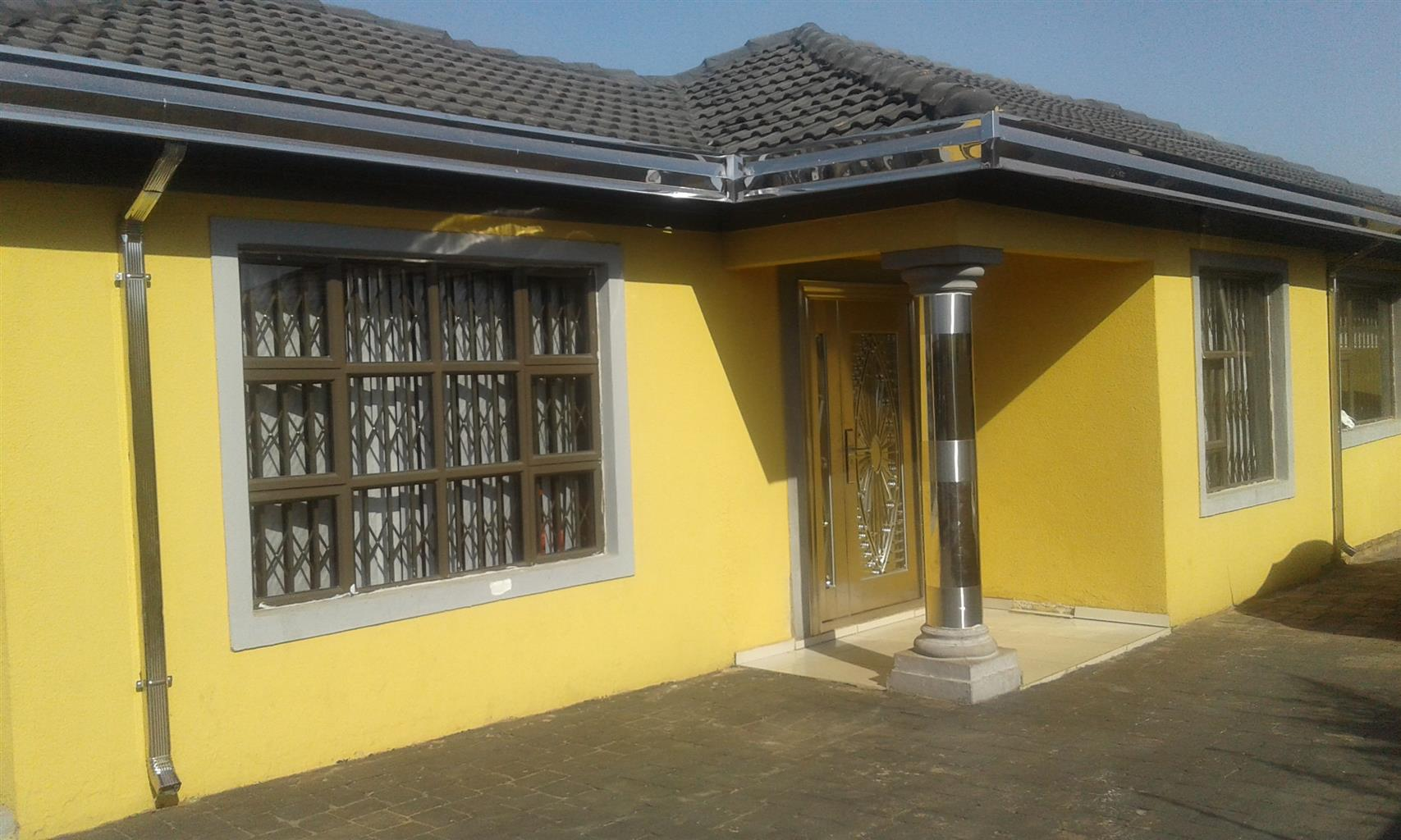 Neat and secure beautiful home in Riverlea for SALE with electric fence all around