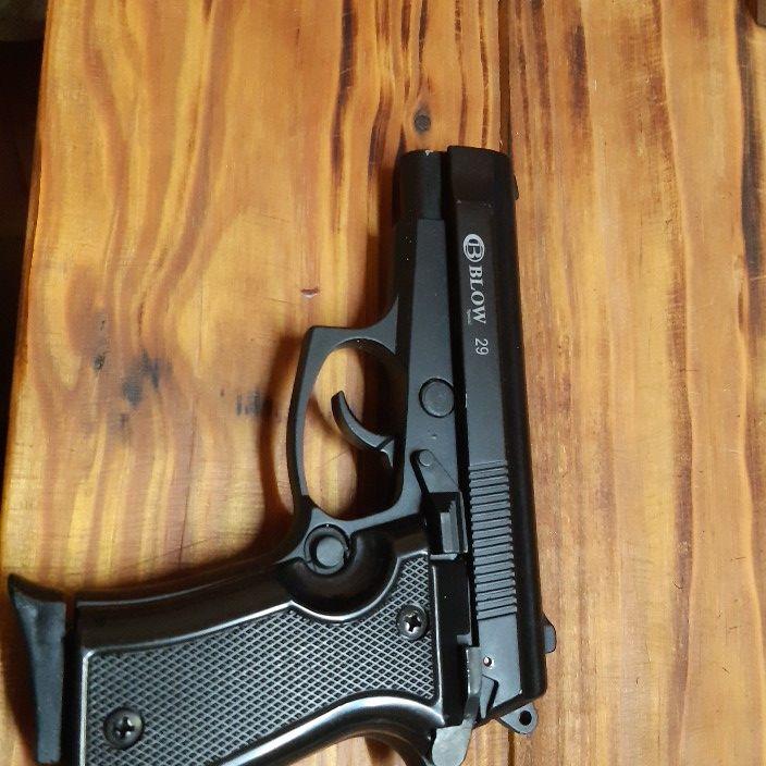 Pepper and blank gun
