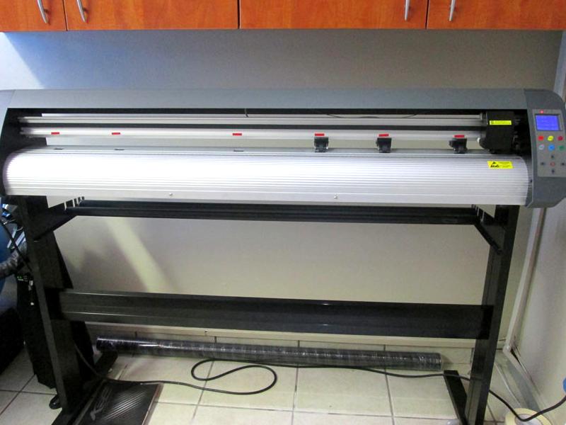 R345/m V3-1667 AM Equipments Rental: V-Smart Plus Automatic Contour Cutting Vinyl Cutter
