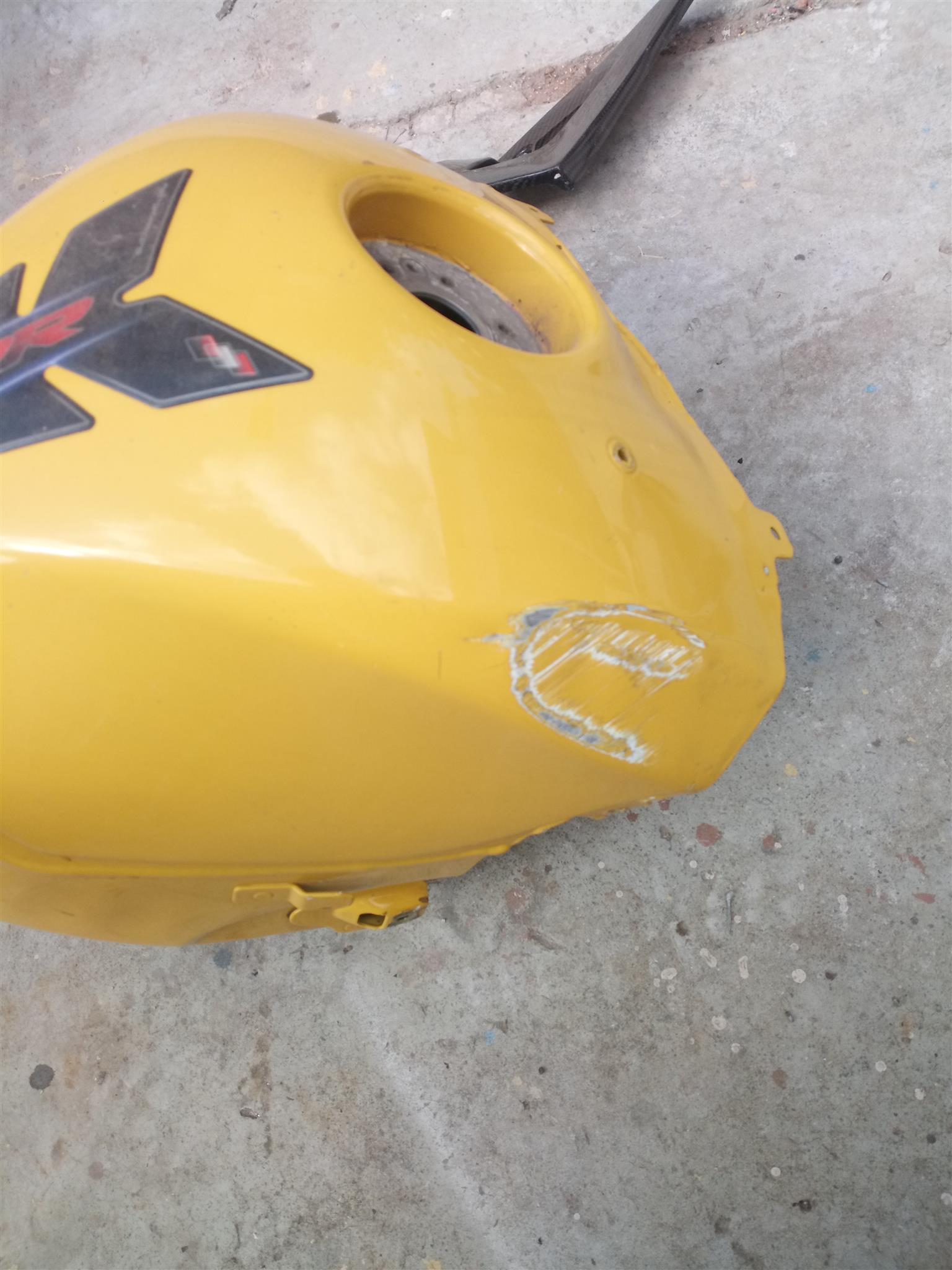 Bmw1000rr tank and various other n parts