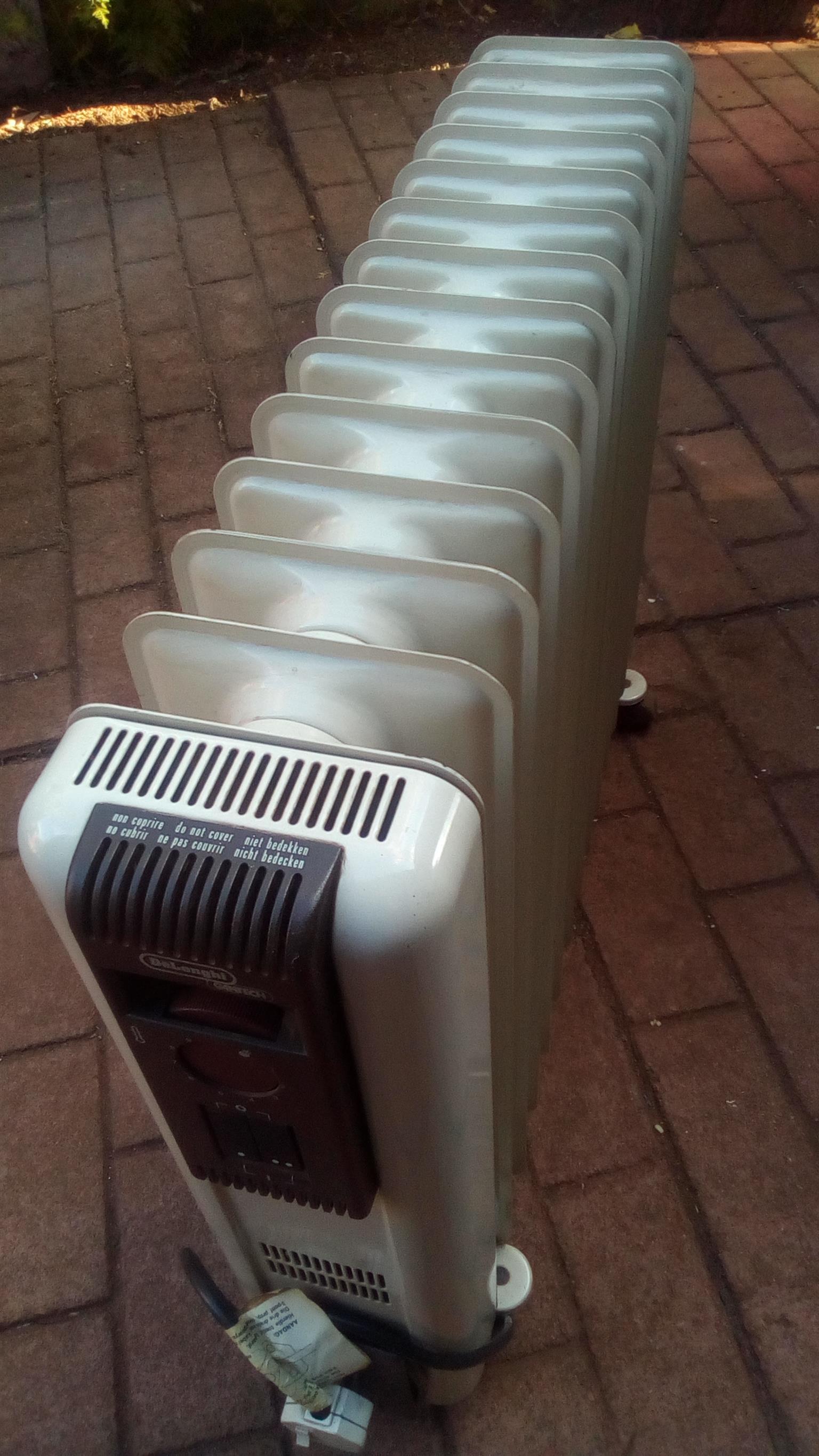 DeLonghi 14 Fin Oil Heater