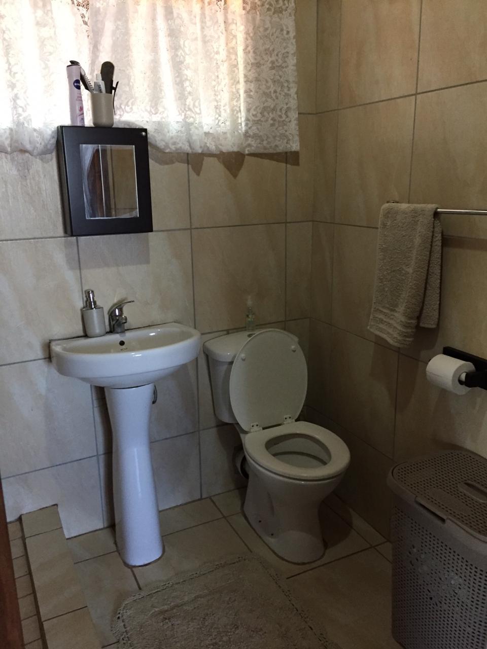 1 Slaapkemer Tuinwoostel te Huur Murrayfield Pretoria . Water en wi- fi ingesluit
