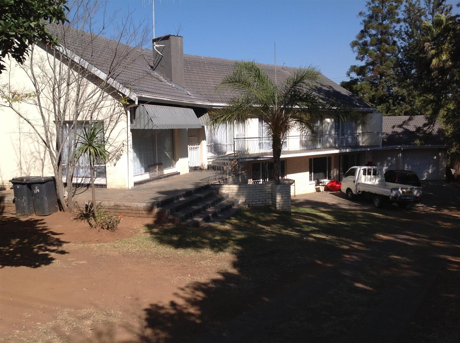 Waterkloof Ridge in Cliff Ave,6bed,4 bath house,95% renovated & LIVEABLE as is