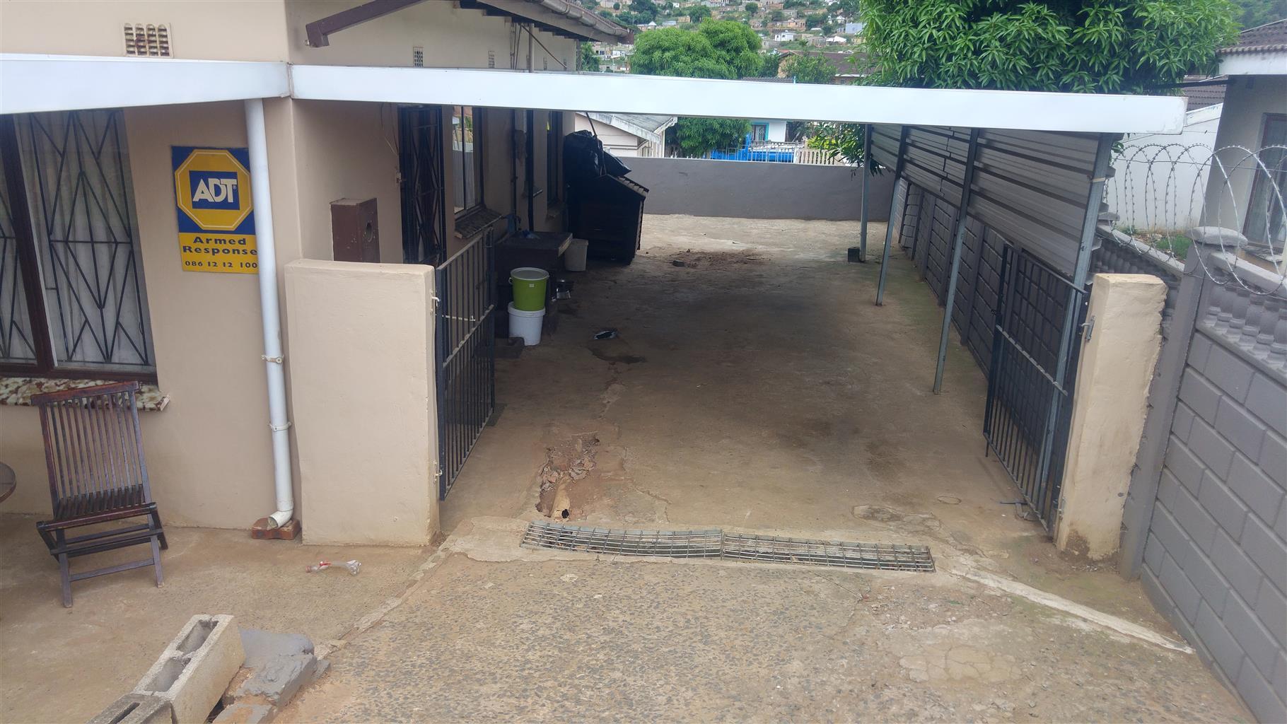 SECURE THREE BEDROOM FREESTANDING HOME IN PALMVIEW