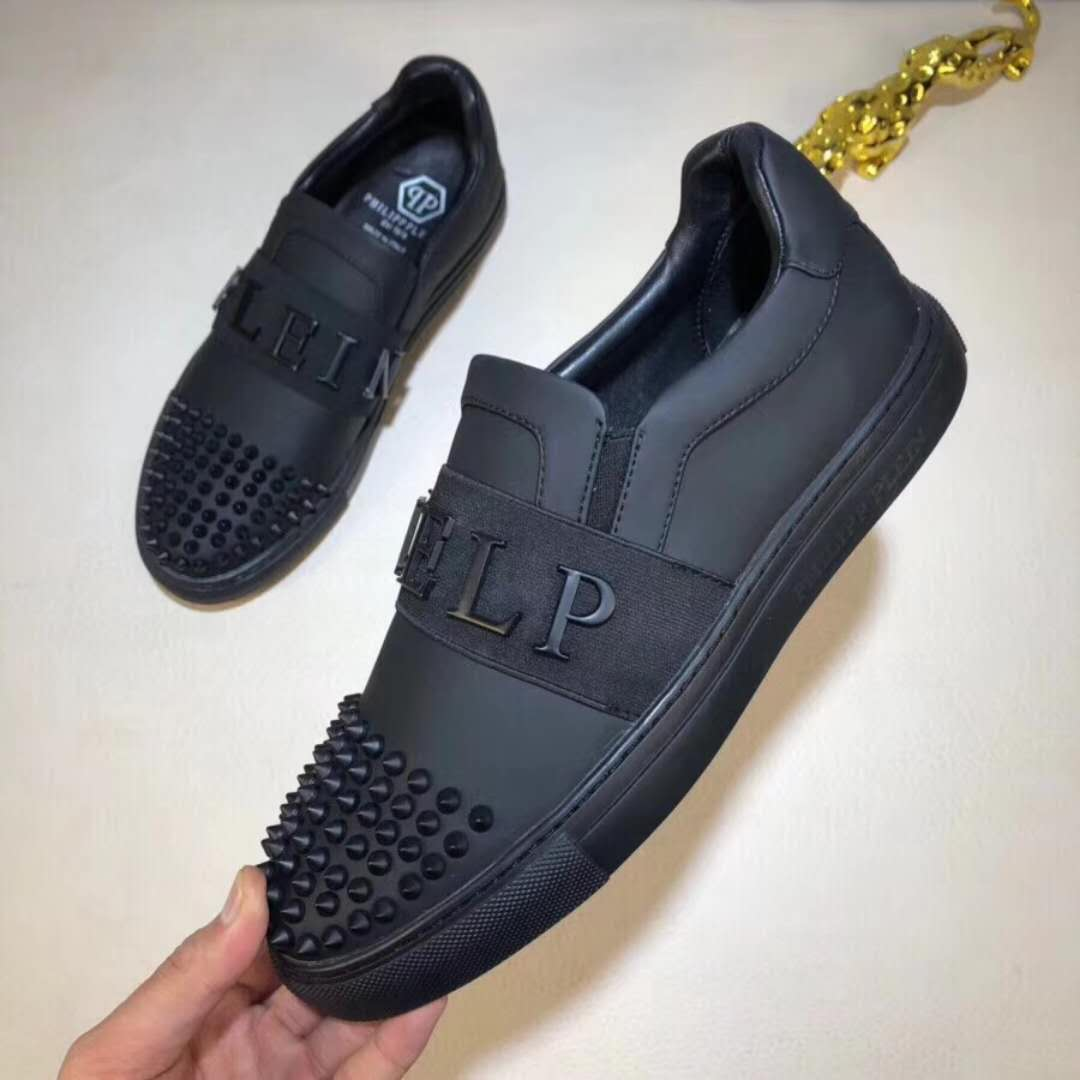 SNEAKERS AND QUALITY TRACKSUITS FOR SALE