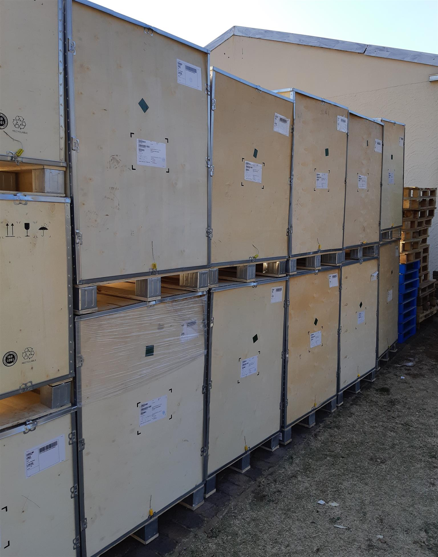 Crate Pallets Plywood and Aluminium for UNCLUTTER DECLUTTER SHIP COURIER POST SEND STORE