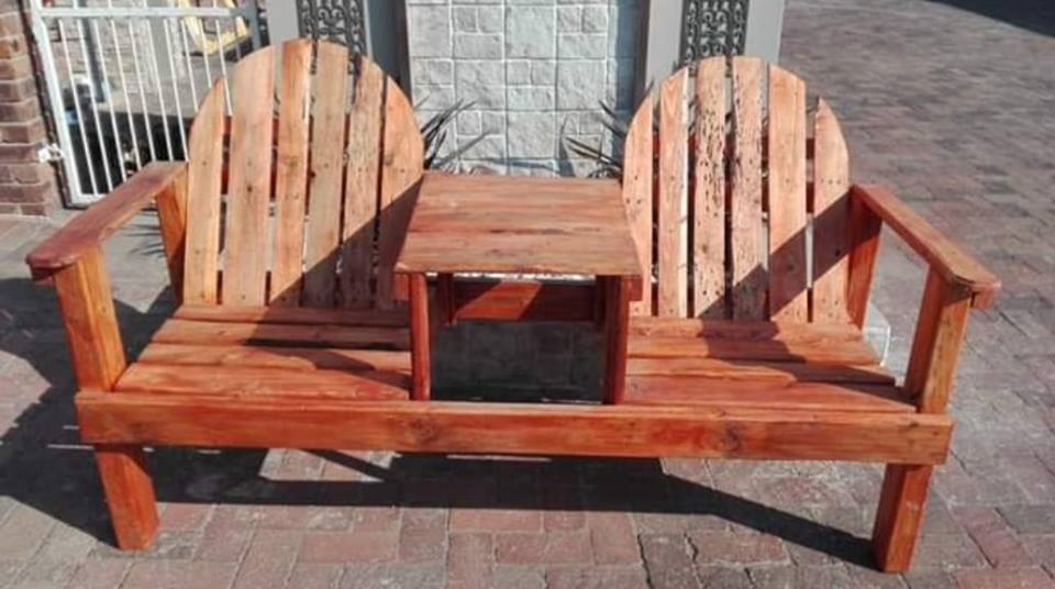 2 SEATER WOODEN BENCH WITH MIDDLE TABLE
