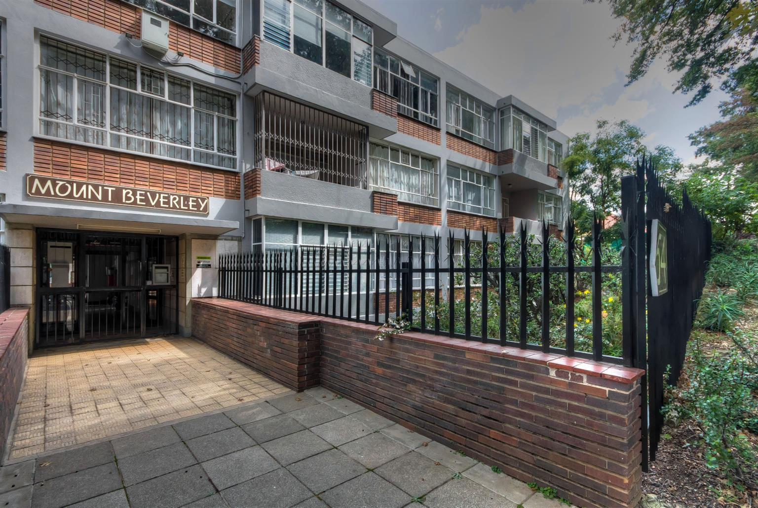 Apartment For Sale in Cyrildene