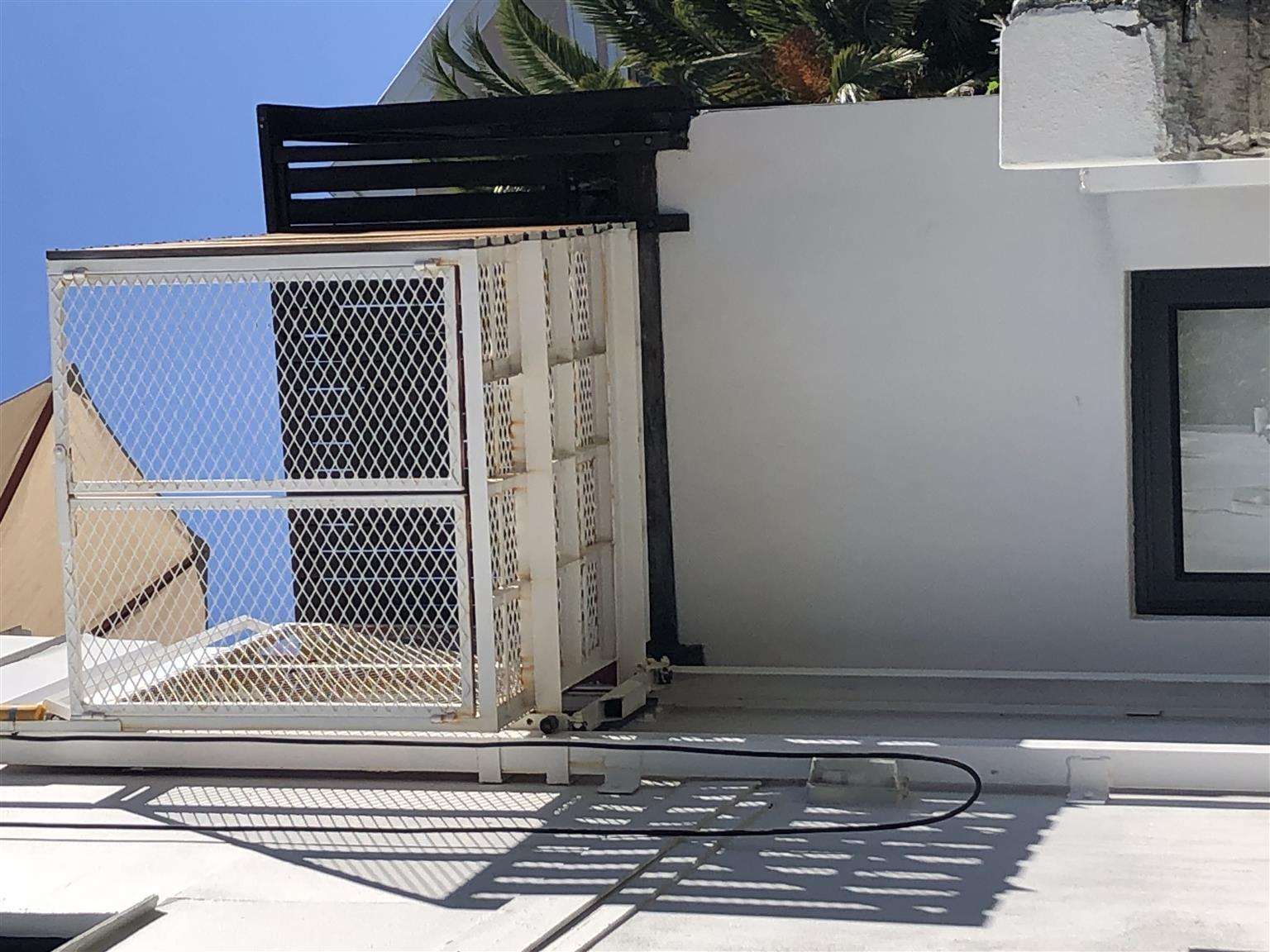 Goods /people lift /elevator with winch