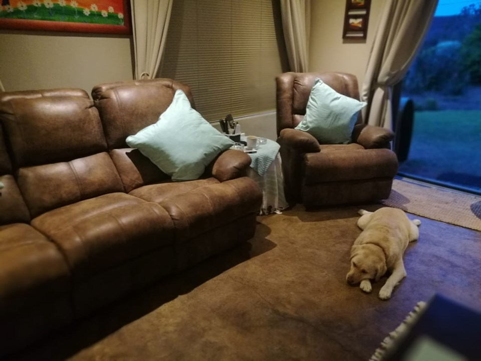 Stunning Leather Reclining Lounge Suite for sale