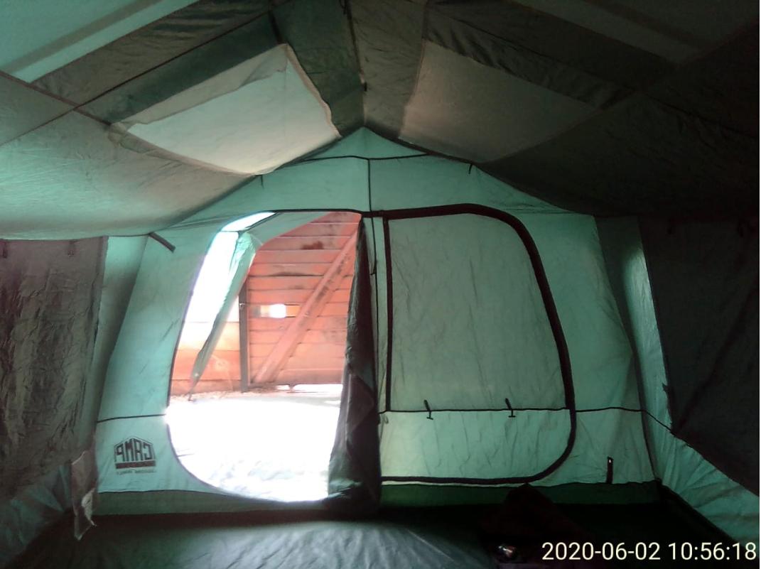 8 Men Camping Tent R2000 neg