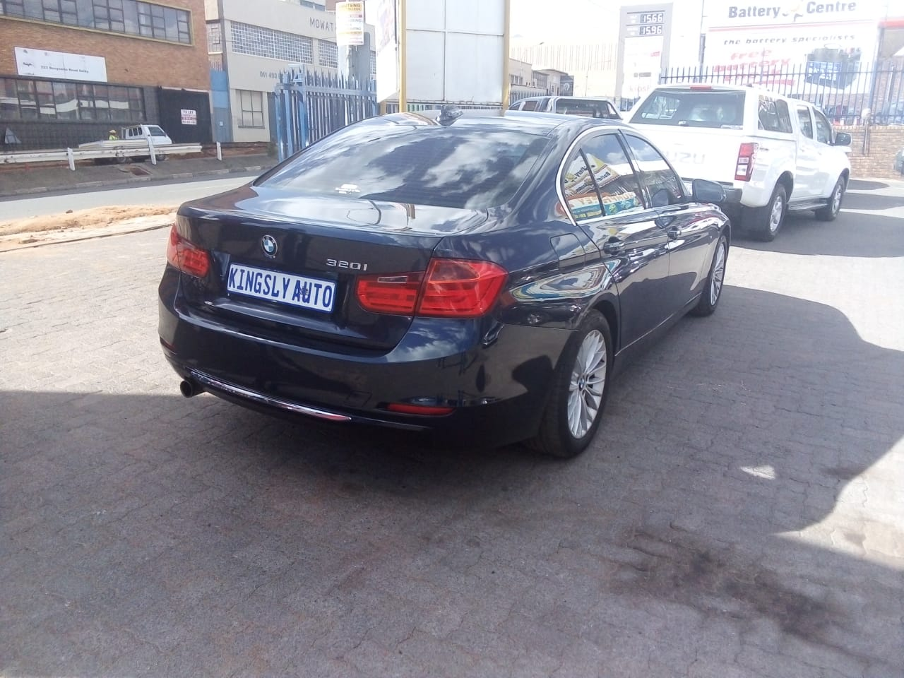2012 BMW 3 Series 320i Luxury auto