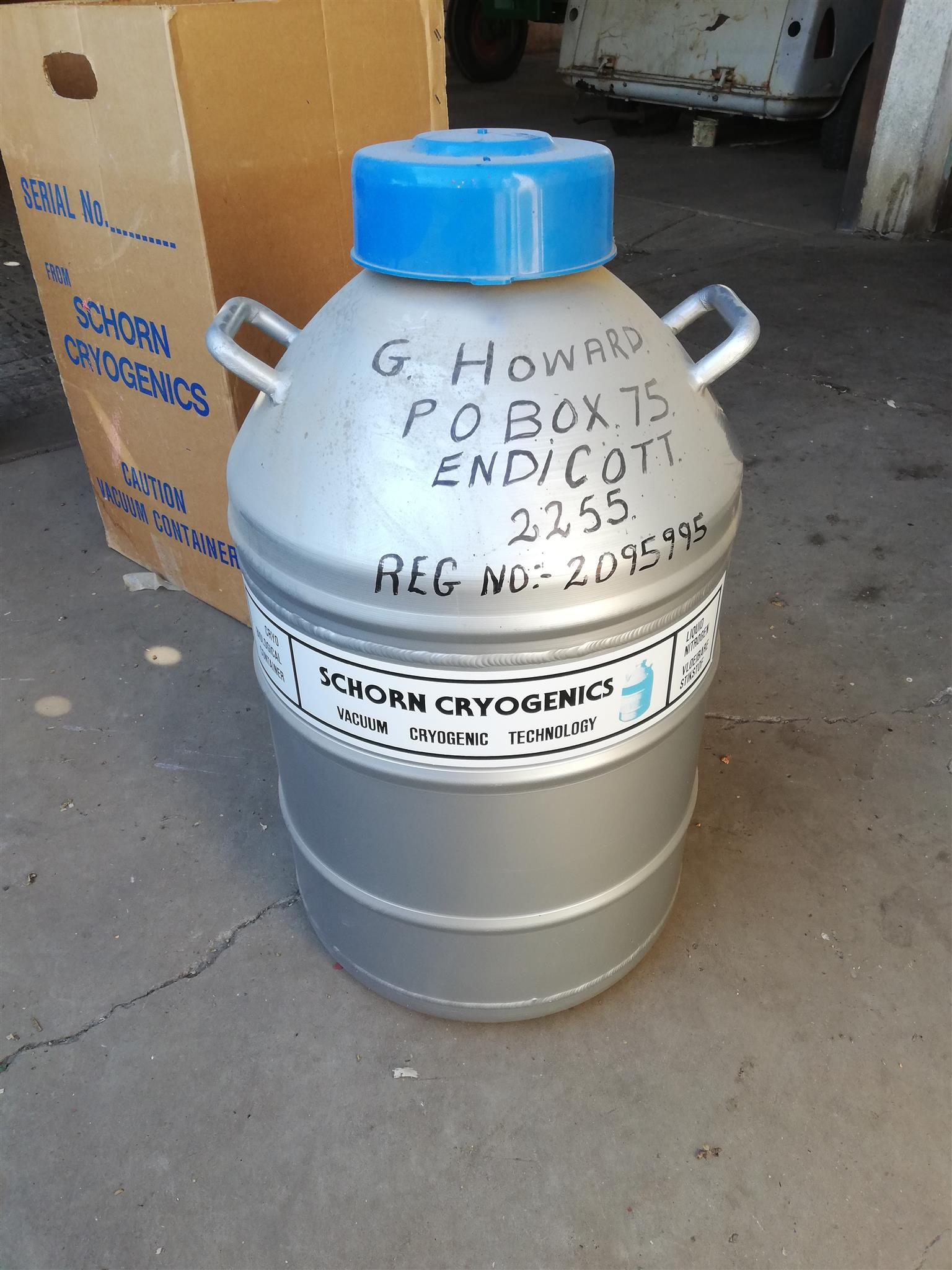 Cow artificial Insemination kit and 6 semen holder tank