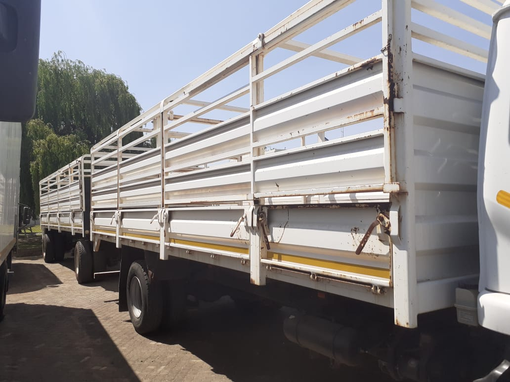 Used 2017 Nissan UD 100 Cattle Combo for sale