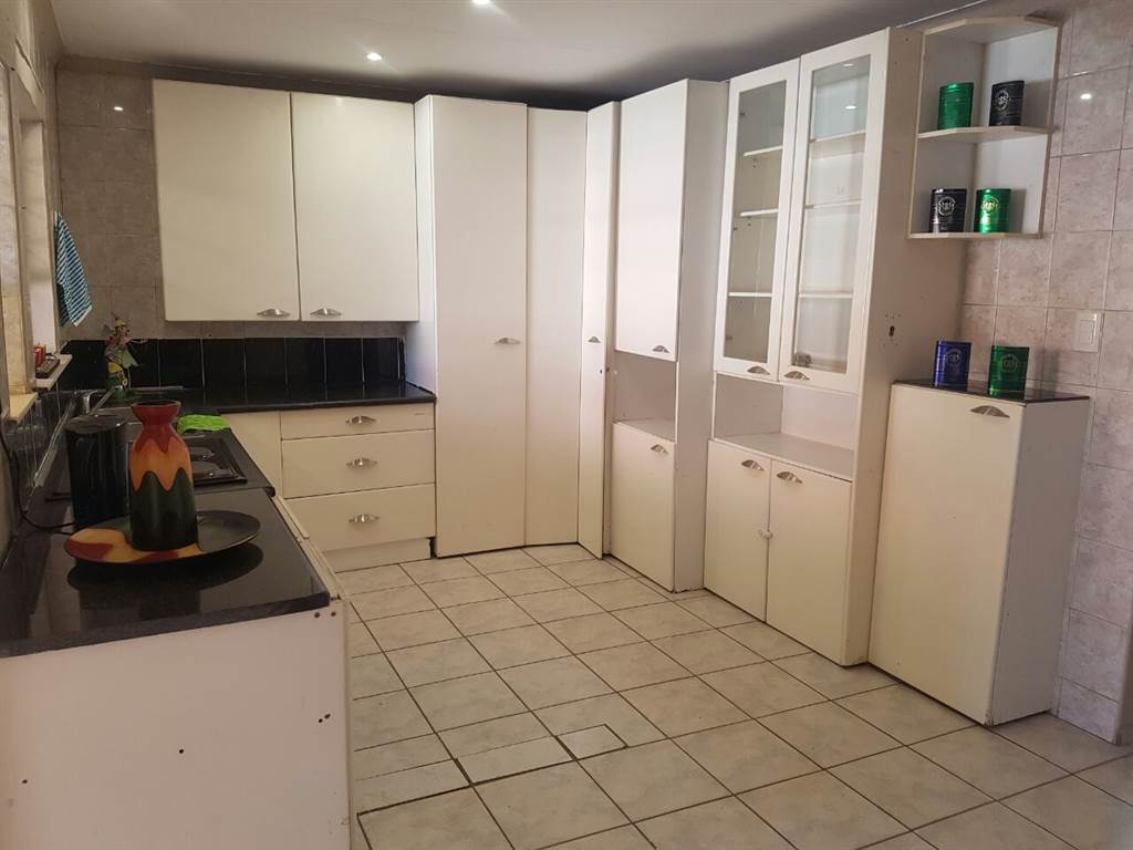 Rosettenville 3bedroomed house to rent for R6500