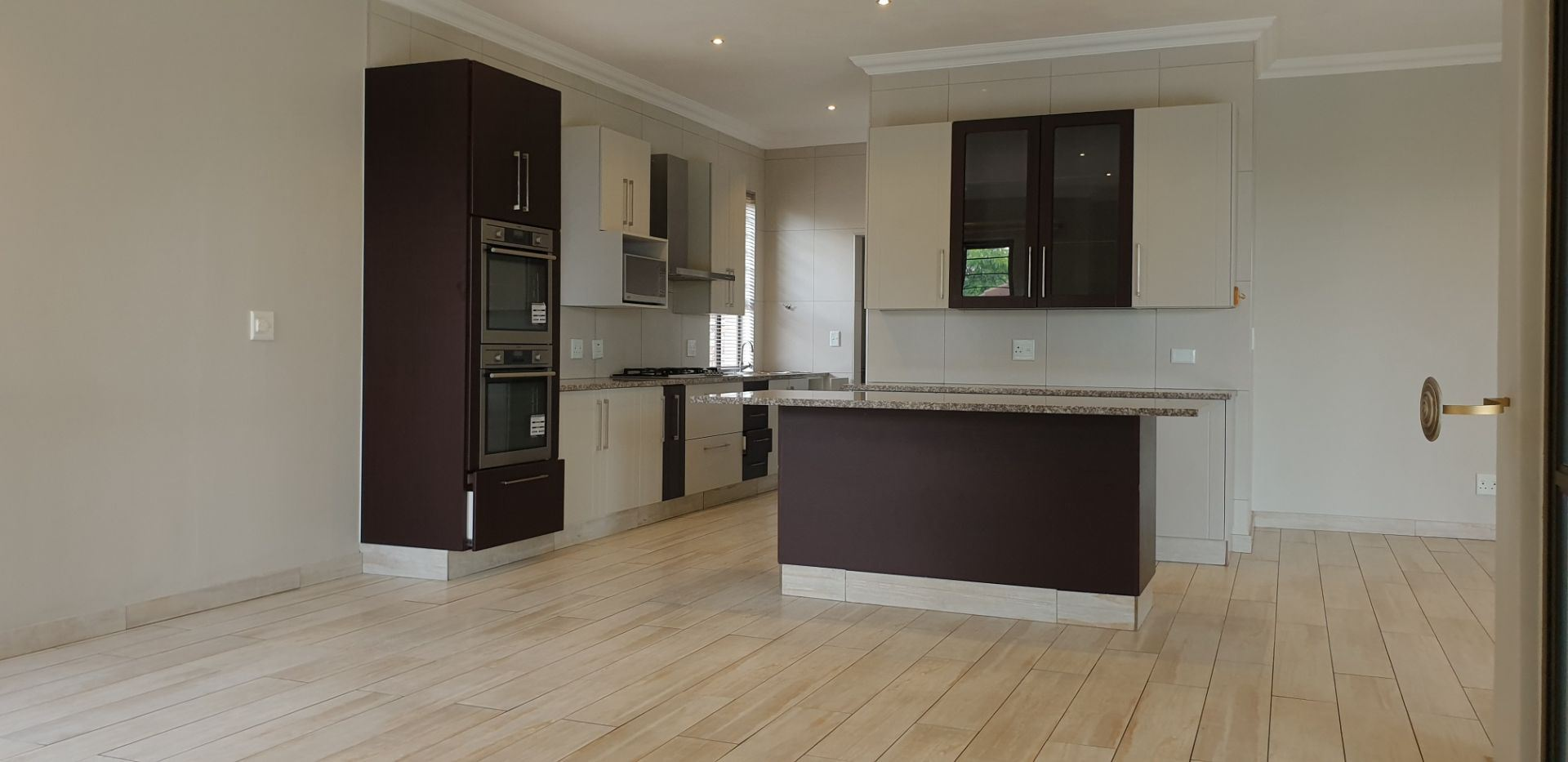 Townhouse Rental Monthly in BEDFORDVIEW