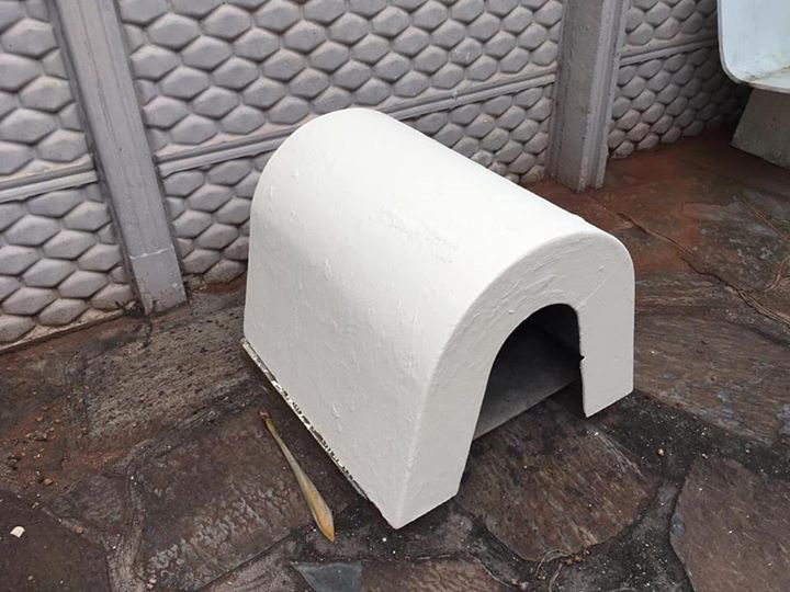White dome dog Kennel.