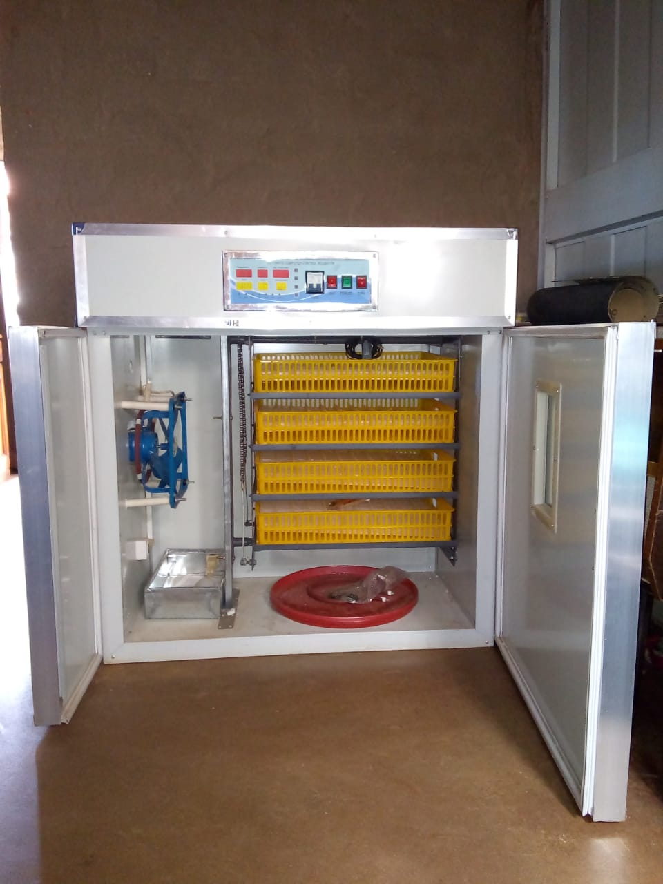 EGG HATCHING MACHINE FOR SELL