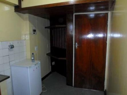 Jhb cbd Bachelor flat to rent for R3000