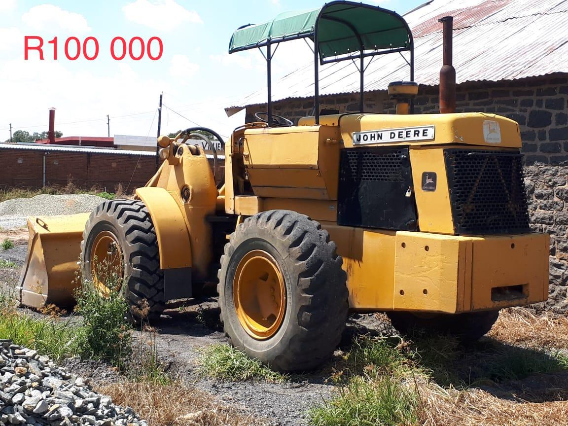 Plaas vervoer en grondverskuiwing toerusting te koop.