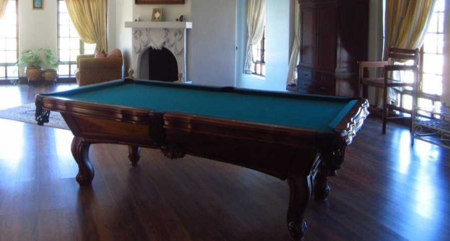 Solid, carved wood, slate pool table incl accessories