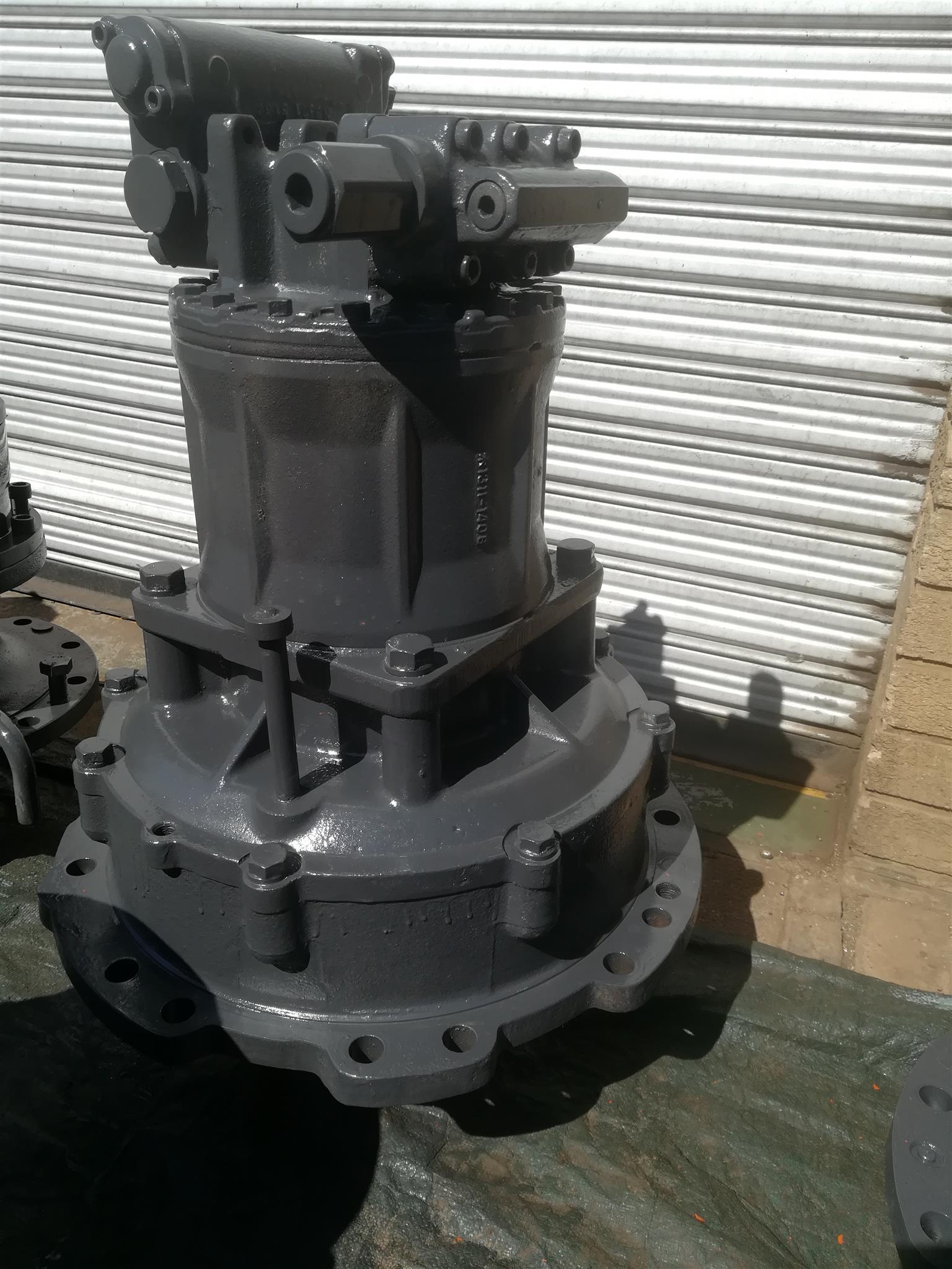 UH 083 Swing Reduction & motor