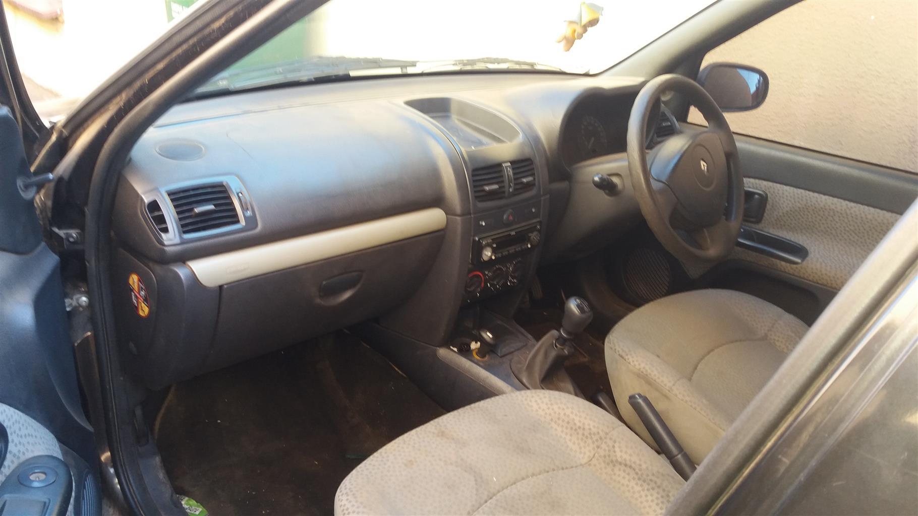 2005 Renault Clio 1.6 Dynamique 5 door