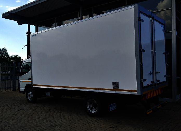 Special ! New Fridge 4 ton Fuso Truck , Hot deal !!!