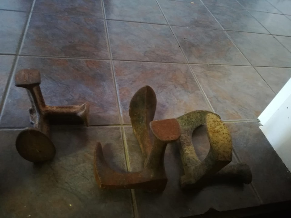 Skoenlese 2 groot @R350 en 1 klein @ R300