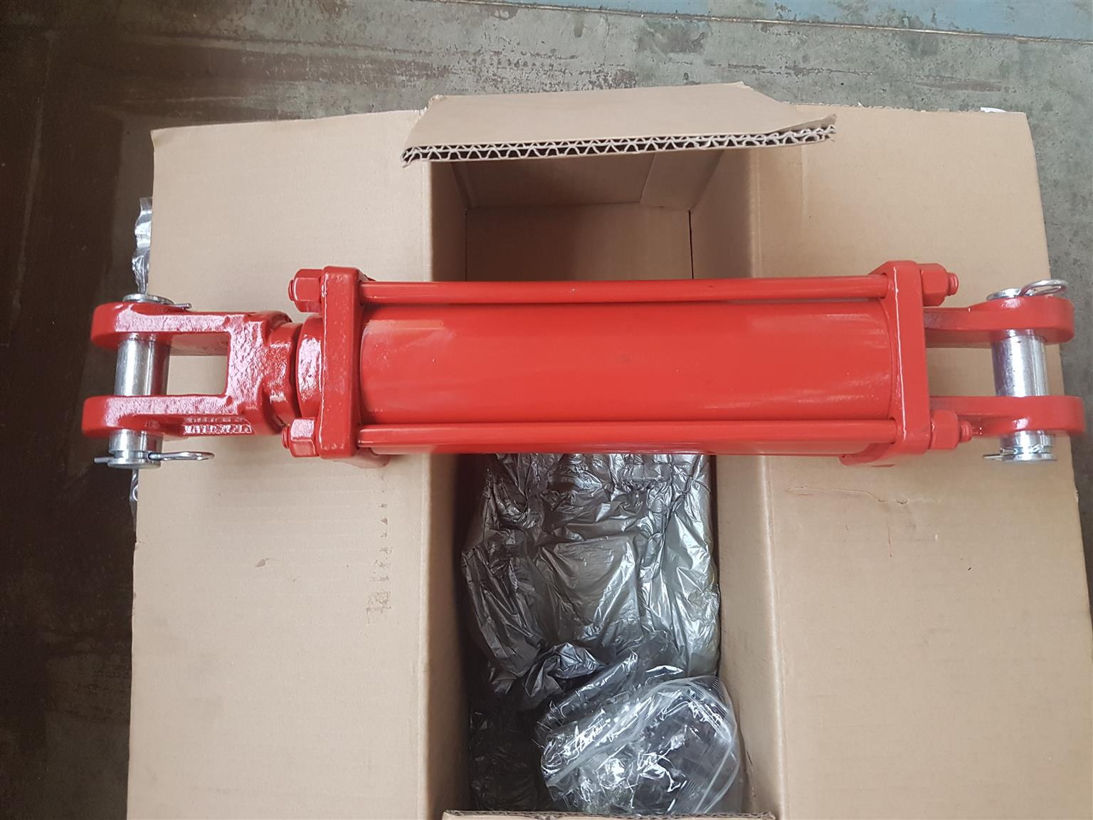 TIE ROD HYDRAULIC AGRICULTURAL CYLINDERS