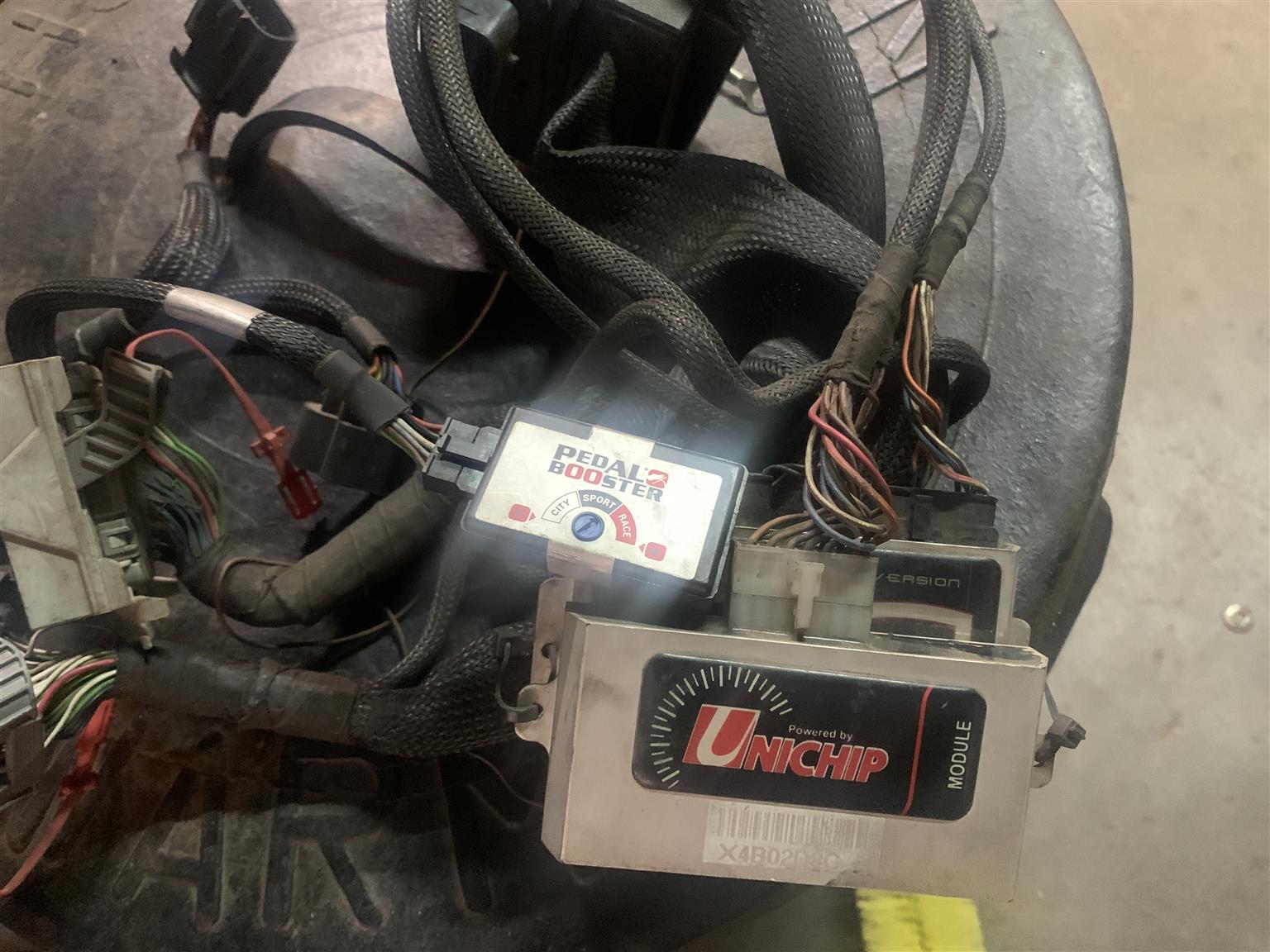 Unichip and Chip Box pedal booster Isuzu