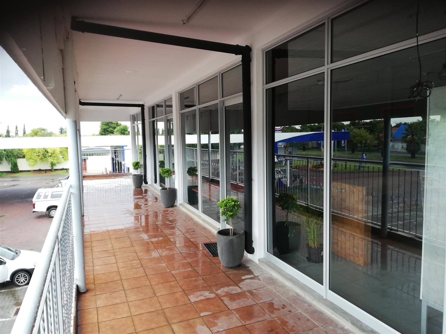 Sliding doors made to suite your needs by 2020 Glassworks