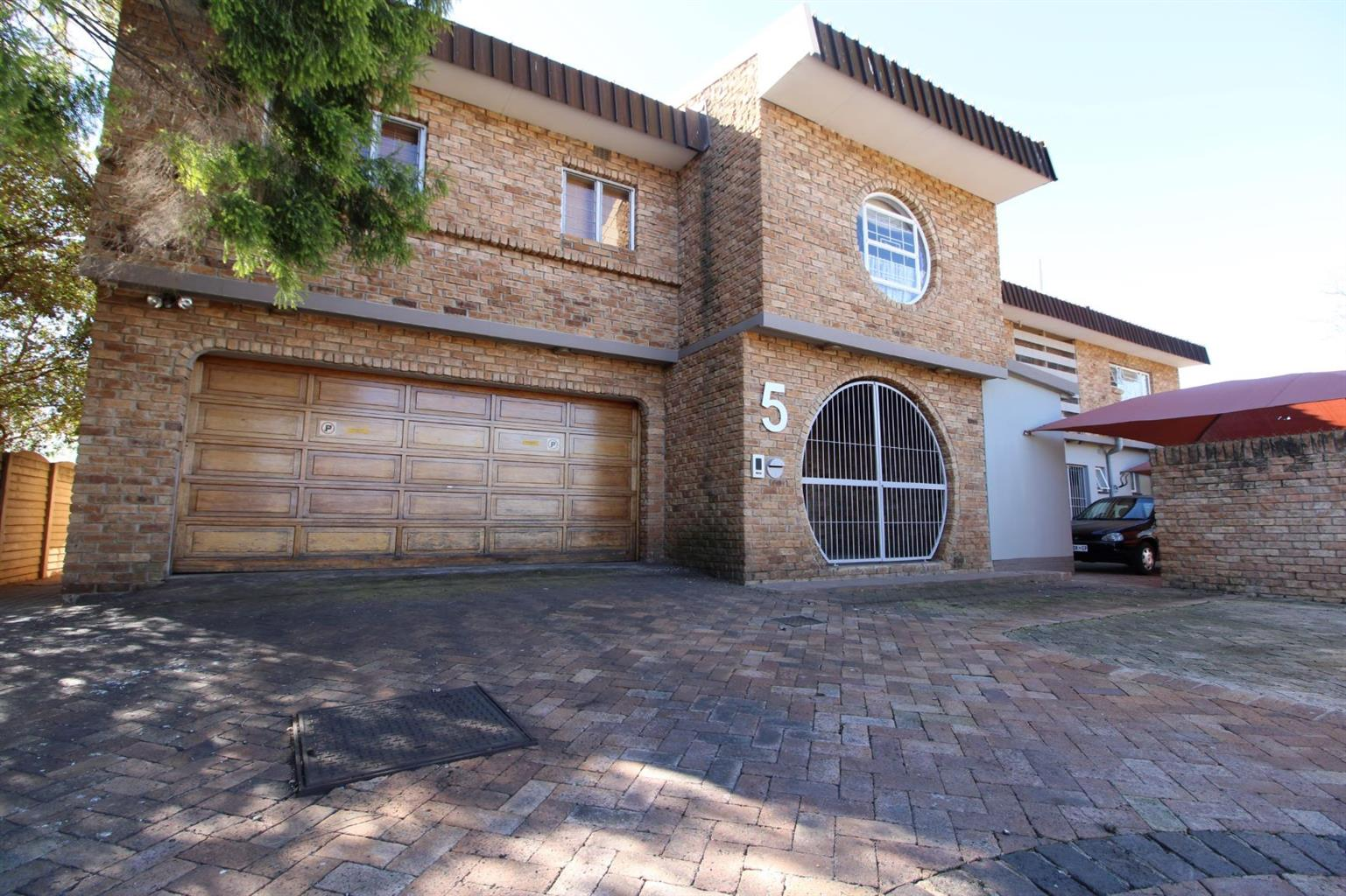 FOR SALE - upmarket family home with 3 flatlets in Baillie Park, Potchefstroom