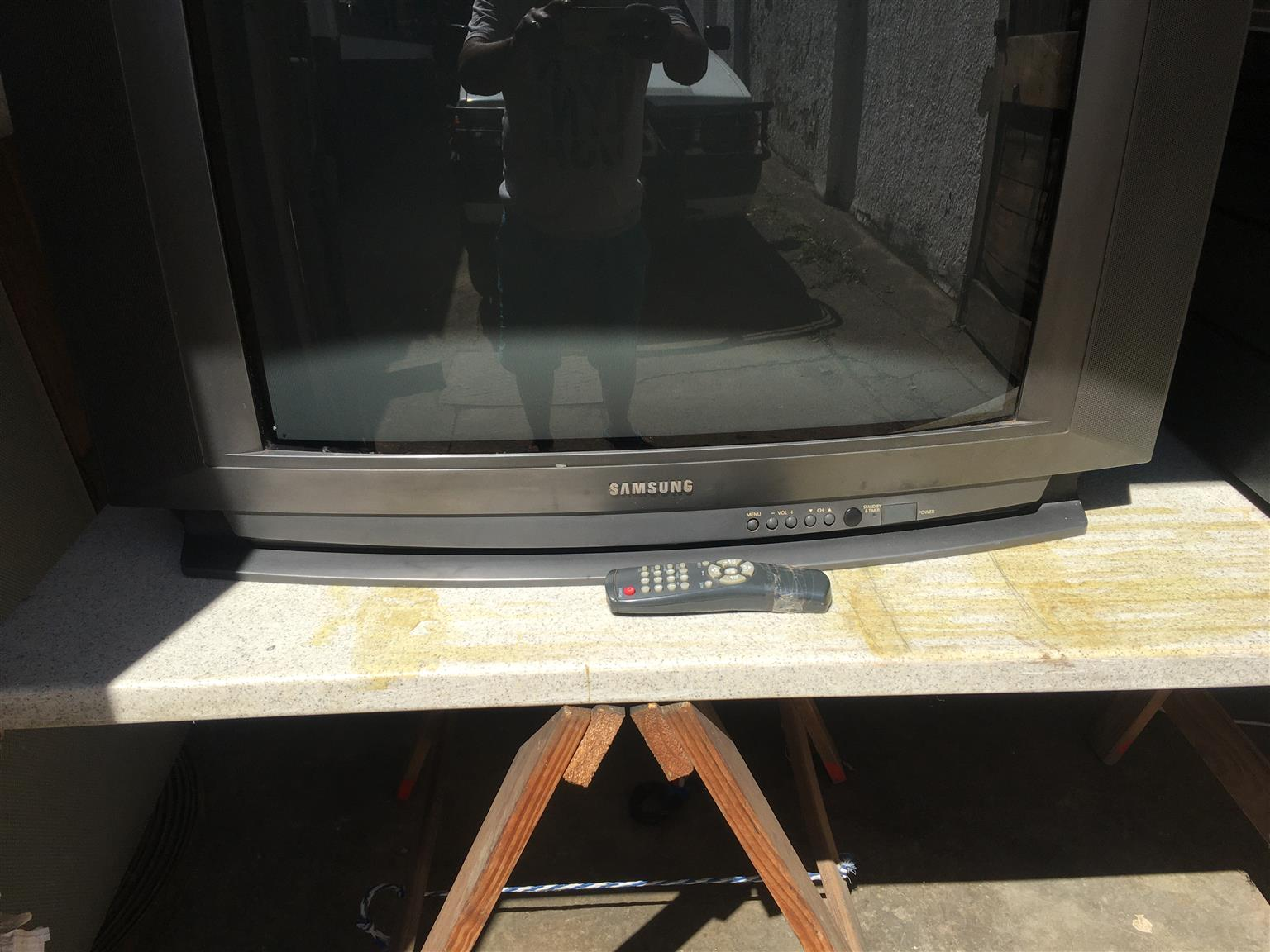 old samsung 75cm color tv with remote