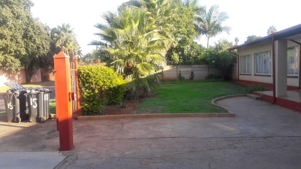 Bachelor rooms for rental