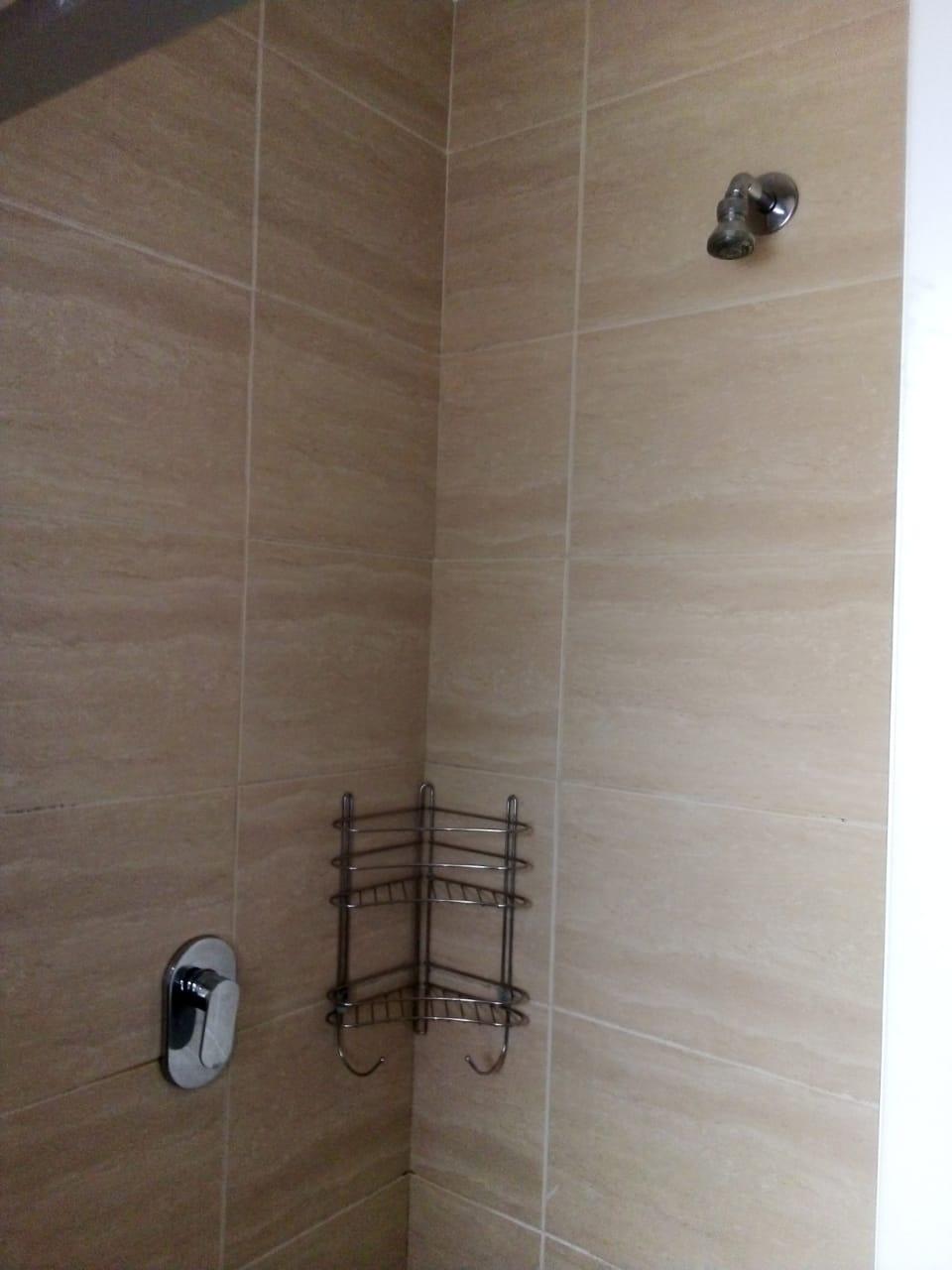 Neat 2-bedroom apartment in secure block with prepaid meter + LUG. Water incl. Imm