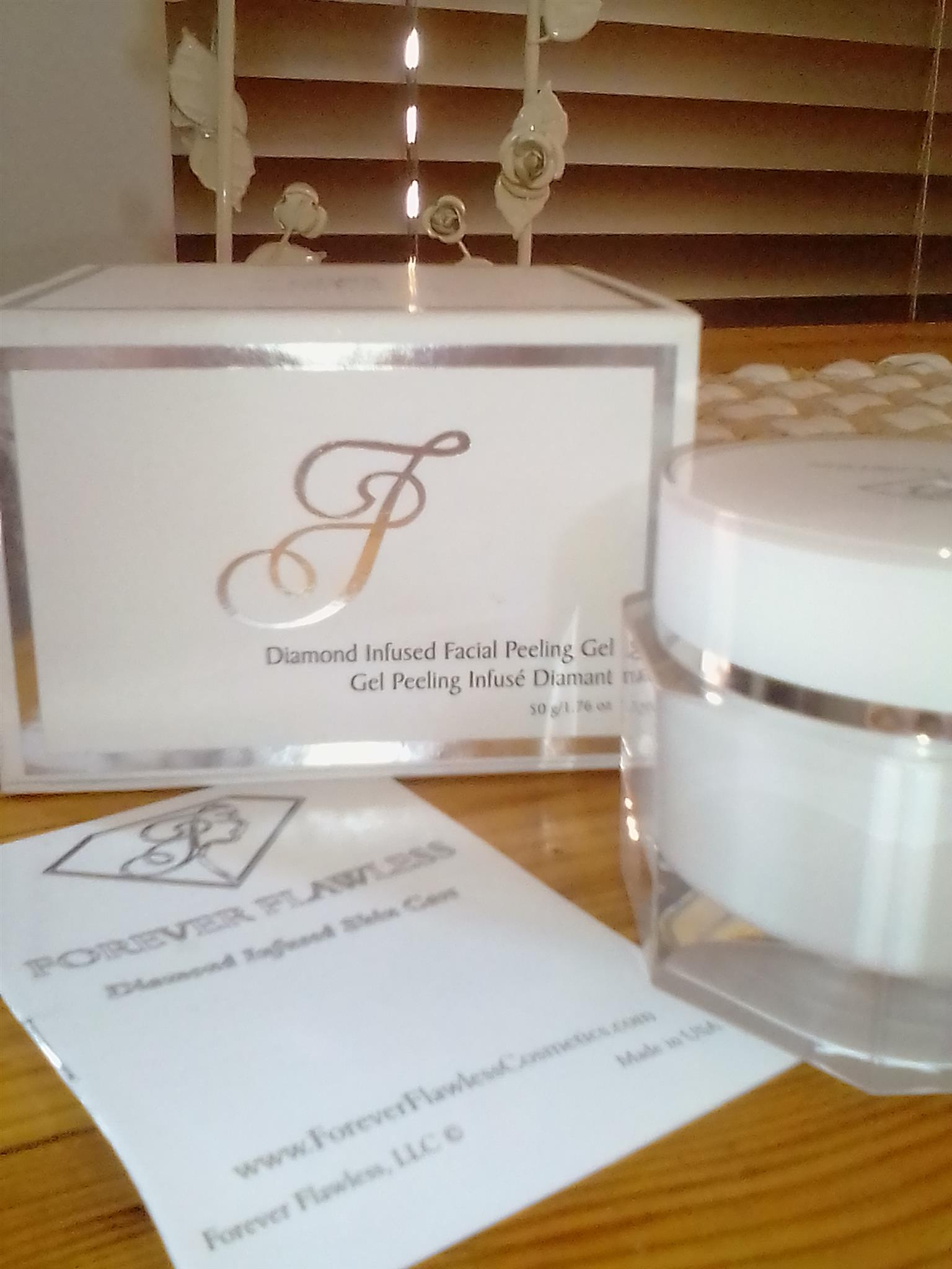 FOREVER FLAWLESS FACIAL PEELING GEL WITH 100% NATURAL WHITE DIAMOND INFUSED POWDER BEST EXFOLIATOR