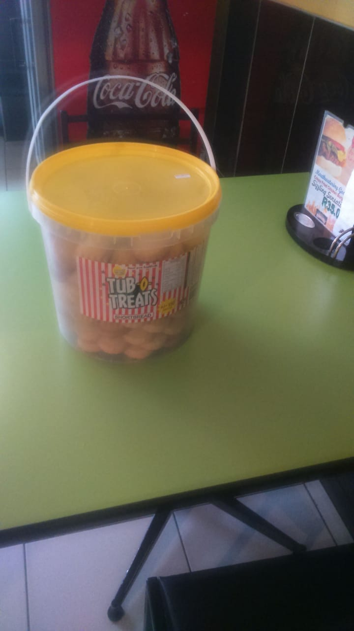 BISCUITS TUB O TREATS 10 LITRE BUCKETS