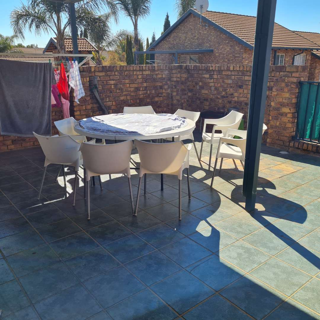 Townhouse For Sale in Highveld