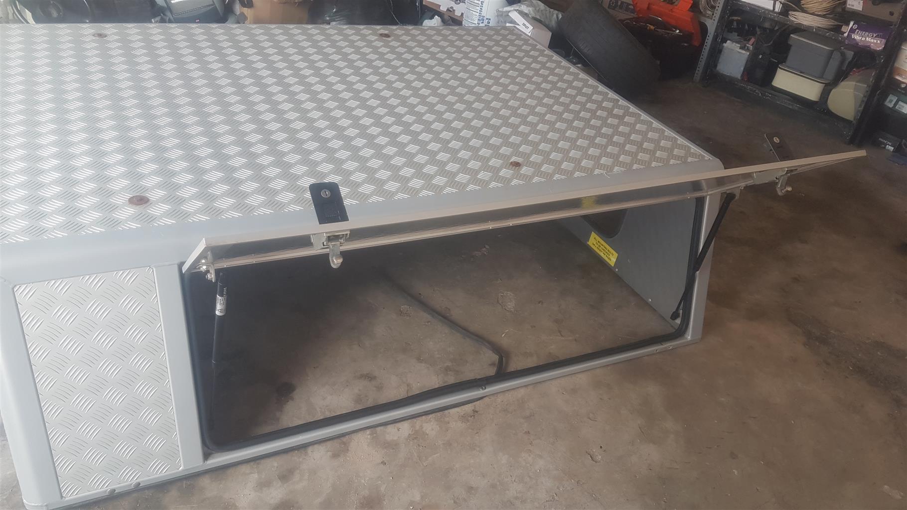 Canopy for sale aluminum 3door with rear window.