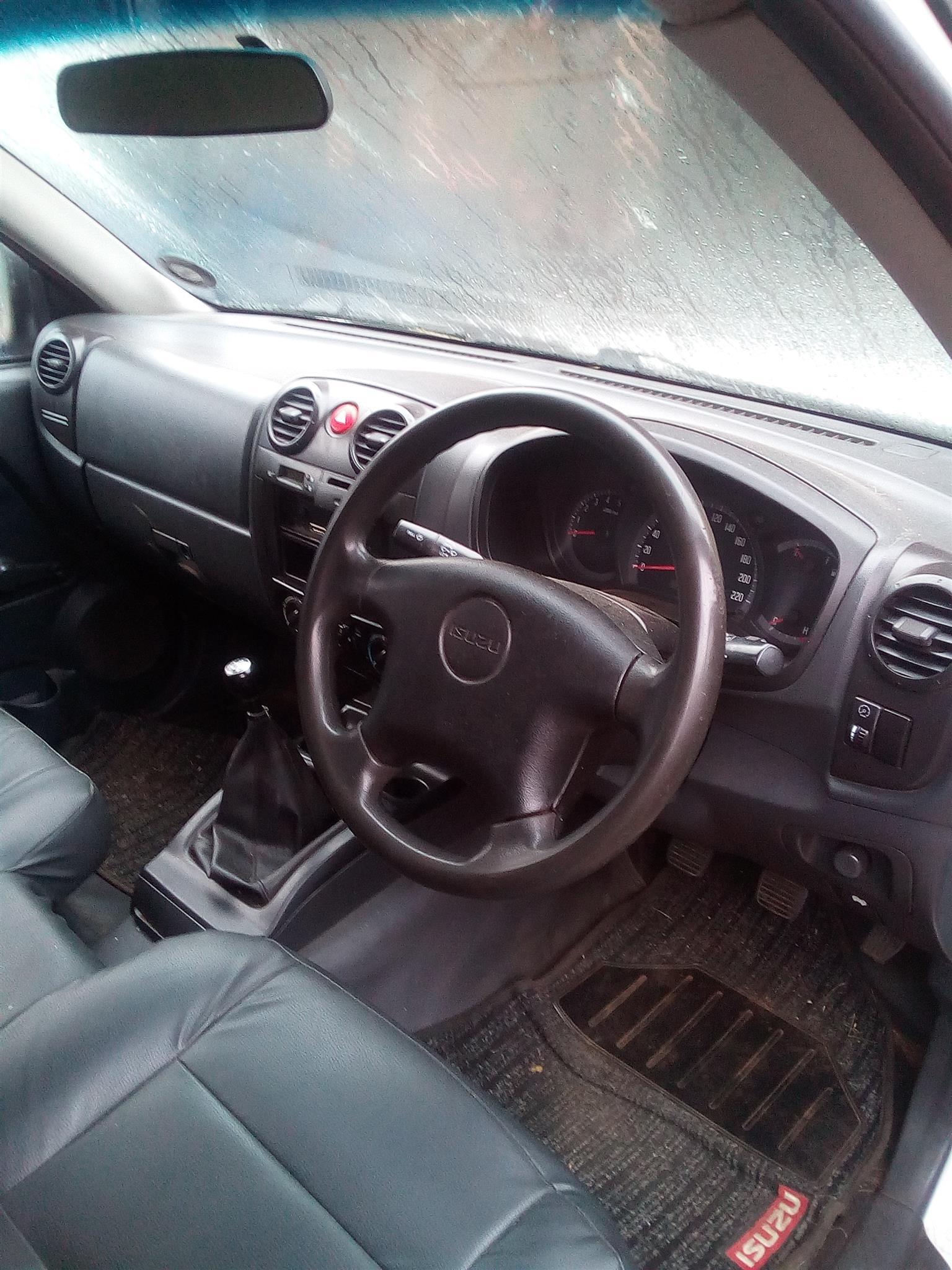 2011 Isuzu KB single cab KB 250D LEED FLEETSIDE P/U S/C